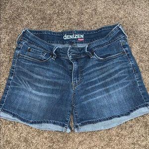 Levi shorts size 6.
